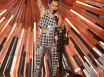 Miley Cyrus Flashes Nipples Backstage Of 2015 MTV VMA